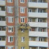 Салават Купере: Рабочие делают изоляцию, дом 10-4 (фото 19 июля 2015)