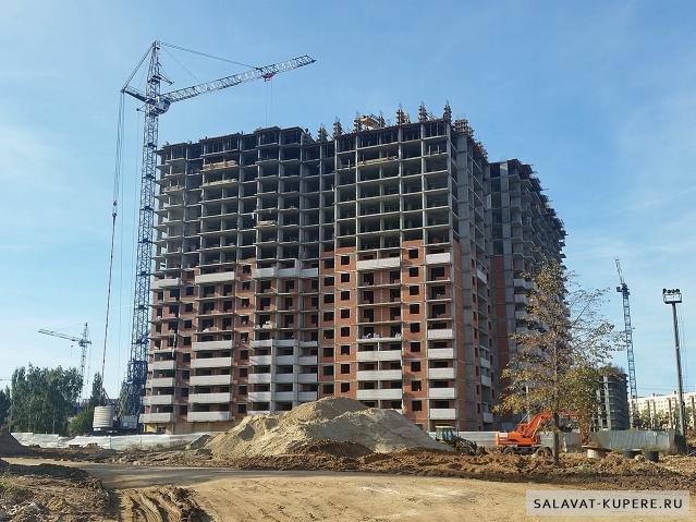 Салават Купере: Дом 11-4 - вид со стороны 13 квартала (фото 13 сентября 2015)